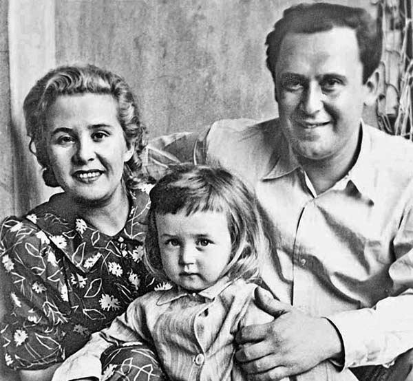Vasiliy-Livanov-s-roditelyami